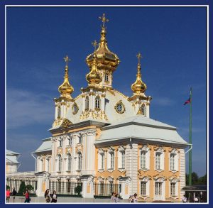 "One of two matching chapels at entrance to Peterhof in Saint Petersburg, Russia (Image: ""SoS"")"